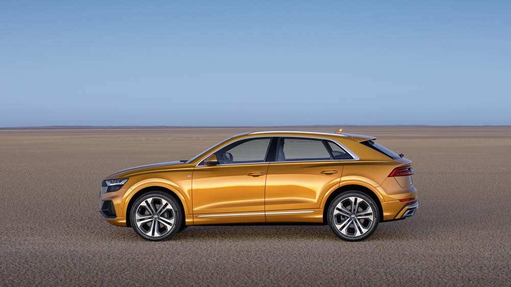 Audi Q8 - widok z boku