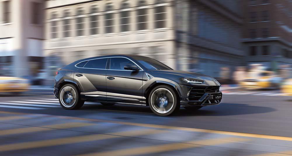 Lamborghini Urus - prawy bok