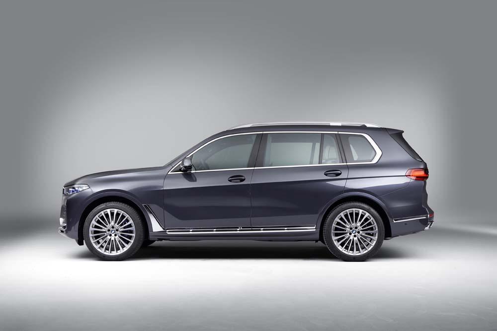 BMW X7 z boku