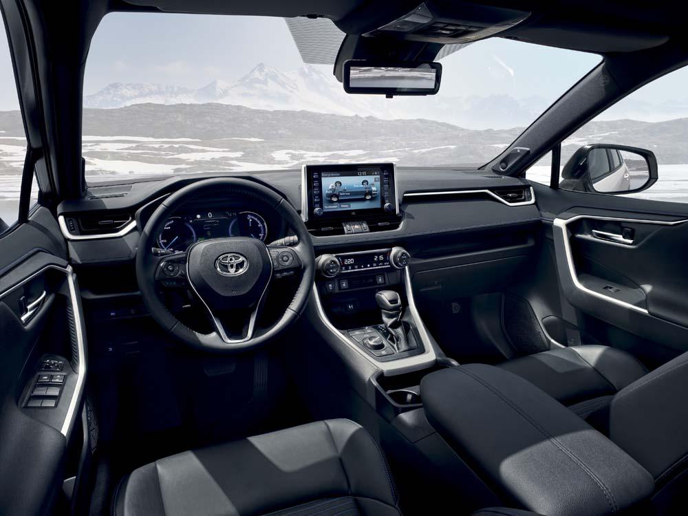 Toyota RAV4 - wnętrze z przodu, deska rozdzielcza i konsola środkowa